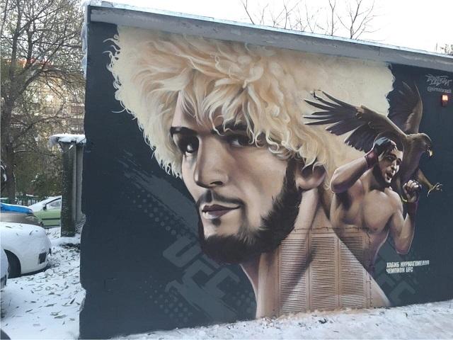 В Челябинске закрасили граффити с Хабибом Нурмагомедовым