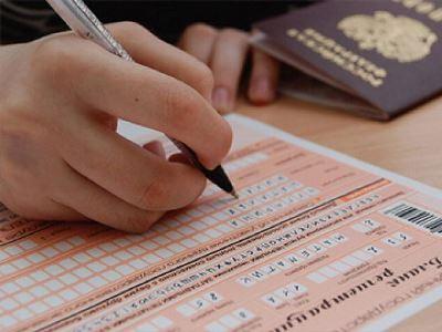 Сегодня южноуральские школьники сдавали досрочно ЕГЭ по трем предметам