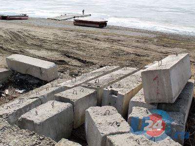 Стройка на городском пляже Тургояка