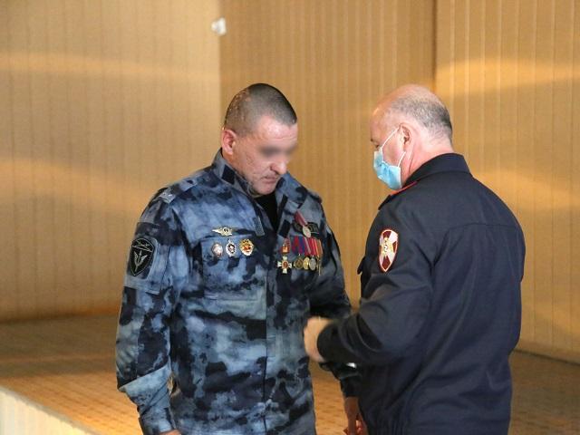 На Южном Урале бойцу ОМОН вручили медаль за спасение села от пожара
