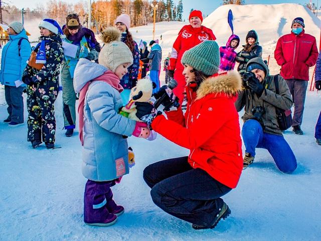 На горнолыжном курорте «Солнечная долина» состоялась благотворительная акция «Снеговики-добряки»