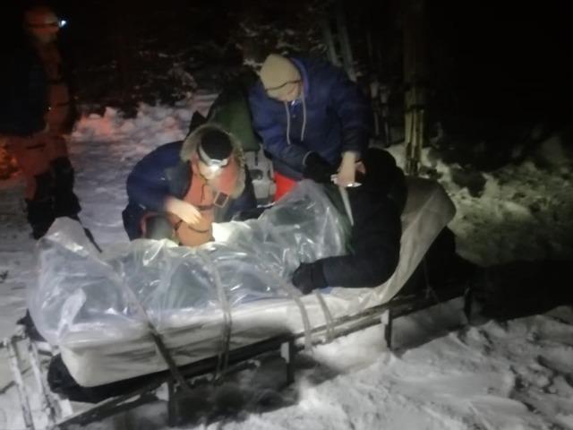Спасатели Челябинской области 16 часов боролись за жизнь мужчины
