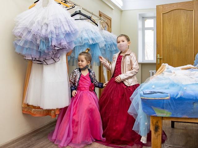 Челябинский театр оперы и балета исполнил мечту сестренок