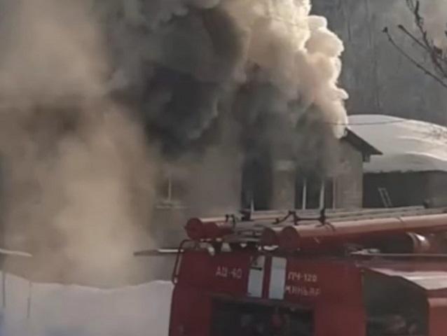 В Челябинской области из-за пожара семья осталась без крыши над головой