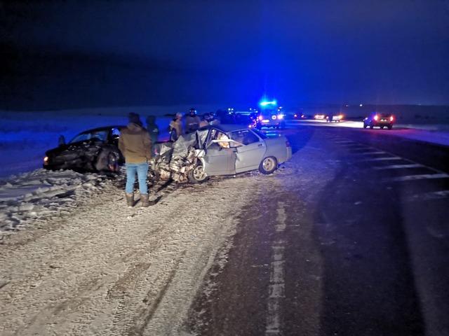 На Южном Урале в ДТП два человека погибли и трое пострадали