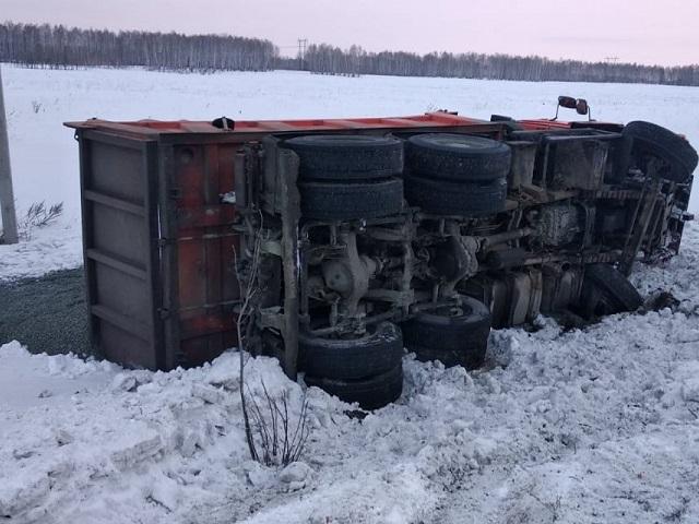 Опрокинул КамАЗ: в Челябинской области пьяный водитель легковушки устроил ДТП