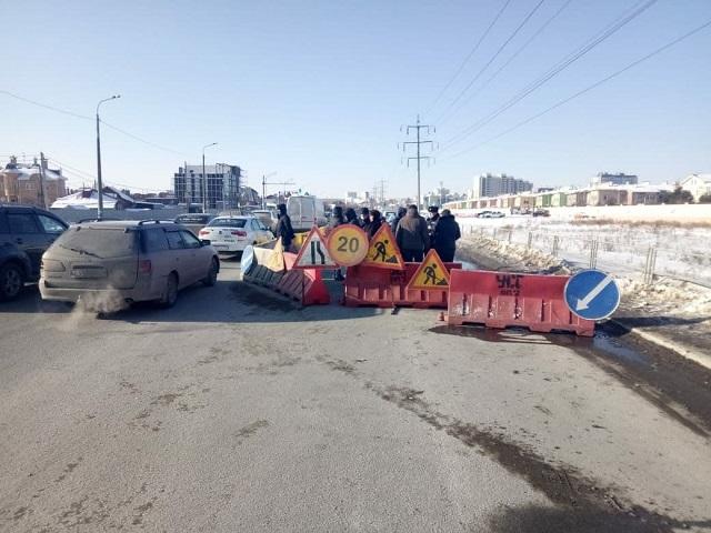 На северо-западе Челябинска ограничено движение из-за просадки дороги