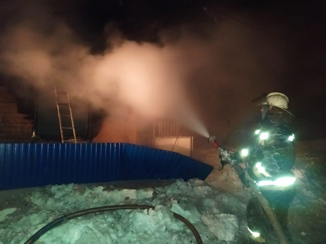 В Челябинской области на пожаре погибли два человека