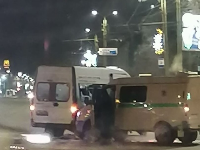 На Южном Урале инкассаторская машина столкнулась с маршруткой