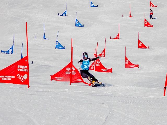 Степан Наумов из Миасса стал победителем этапа Кубка России по сноуборду