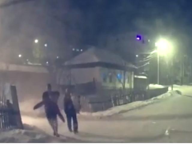 В Челябинской области из горящего дома спасли 5 детей и их родителей