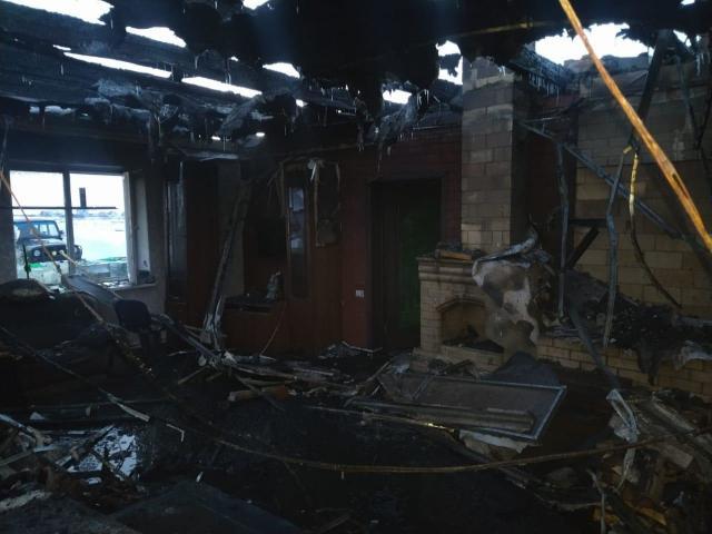 Два южноуральца госпитализированы с ожогами после пожара в доме