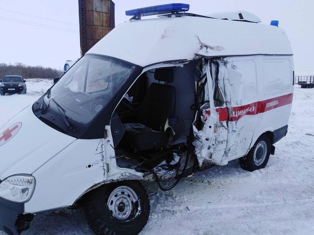 Погибла пациентка: на Южном Урале отцепившийся прицеп врезался в карету скорой помощи