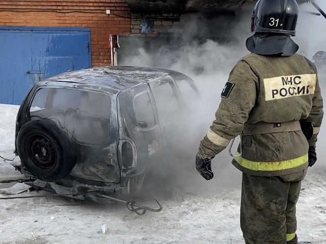 В Челябинской области машина загорелась из-за газового баллона: в МЧС рассказали, что делать в этой ситуации