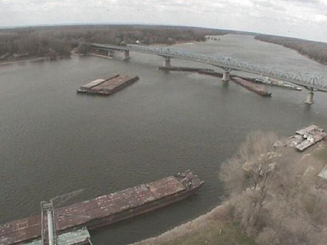 Теплоход «Челябинск» протаранил опору моста в Венгрии