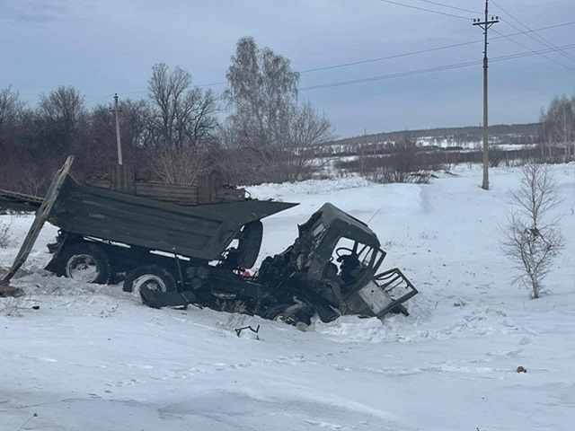 На Южном Урале железнодорожный локомотив протаранил грузовик