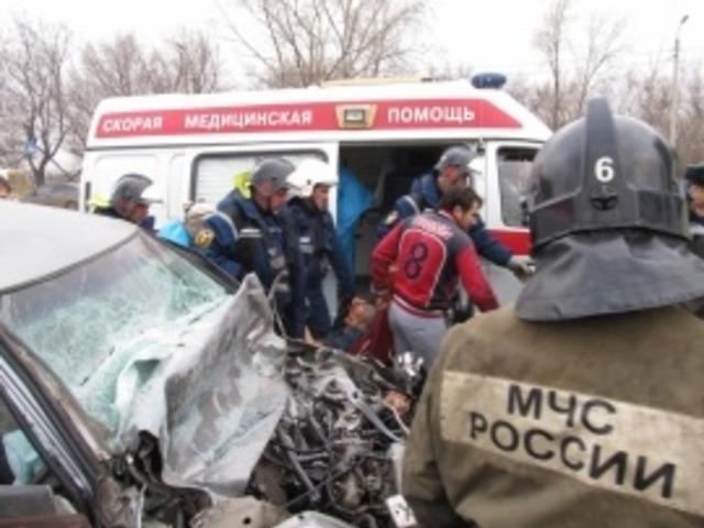 В Челябинской области легковушка после ДТП влетела в бетонное ограждение
