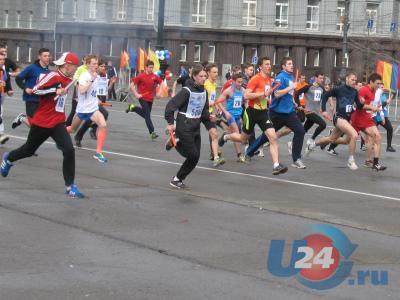 В Челябинске в самом разгаре легкоатлетическая эстафета - Новости ... c464ee889fe