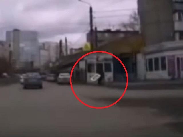 В Челябинской области на пешехода упал дорожный знак