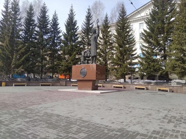 В Челябинской области памятник известному художнику разрушается после капитального ремонта