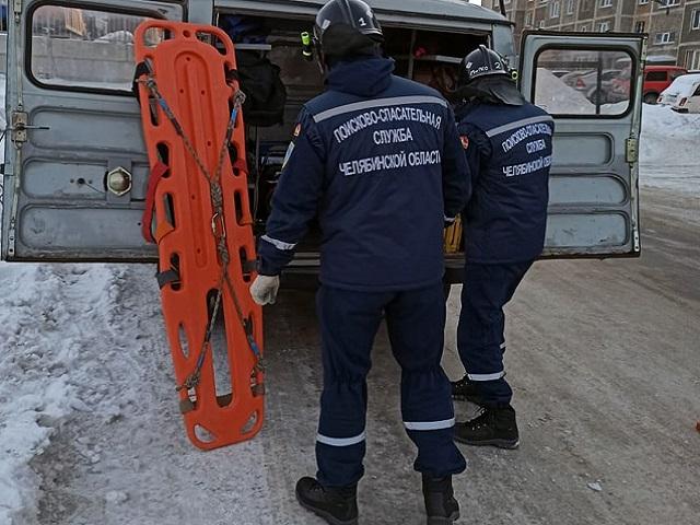 В Челябинской области спасатели помогли врачам донести 200-килограммового пациента до скорой