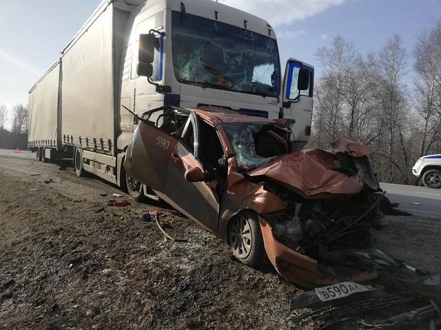 В Челябинской области произошло массовое ДТП с грузовиками и легковушкой