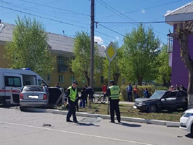 Четверо пострадавших: на Южном Урале столкнулись две иномарки