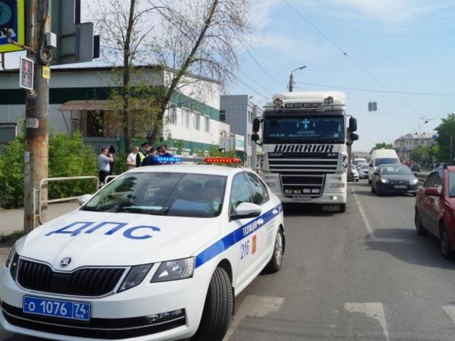 В Челябинске под колесами большегруза погибла женщина