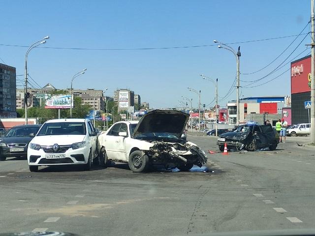 В Челябинской области в тройном ДТП пострадали двое