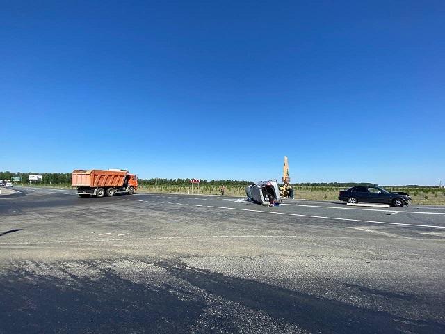 На Южном Урале легковушка перевернулась после ДТП с грузовиком