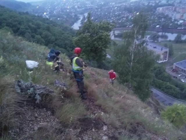 В Ашинском районе подростки застряли на 50-метровой скале
