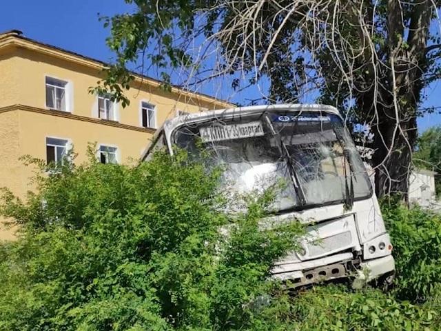 Есть погибшие: на Урале автобус въехал в толпу людей