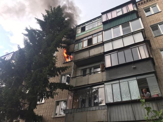 Южноуральские спасатели вынесли из горящей квартиры собаку