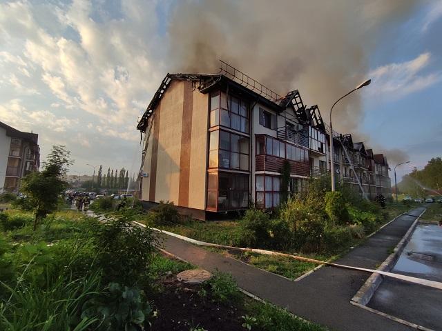 В Челябинской области после удара молнии загорелся многоквартирный дом