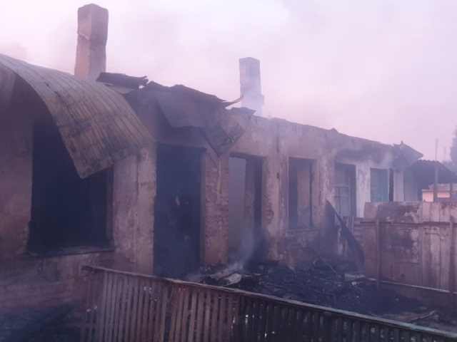 В Челябинской области мужчина погиб на пожаре в бараке