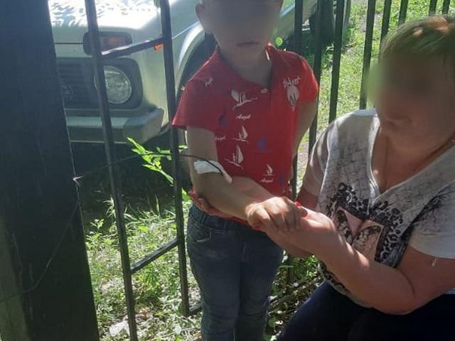 Прикован к забору: на Южном Урале школьник проткнул руку железкой
