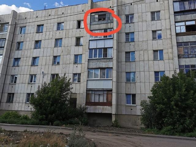 На Южном Урале девушку чуть не убила скинутая с 5 этажа бутылка с водой