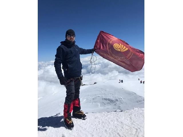 Исполнил мечту: миасец покорил вершину Эльбрус