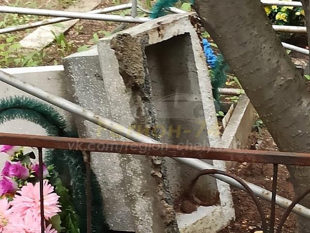 На Южном Урале неизвестные разгромили кладбище