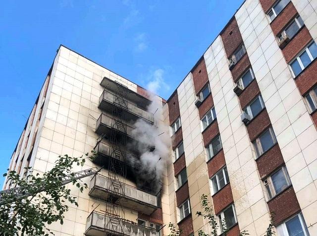 В Миассе пожарные спасли 10 человек из горевшей многоэтажки