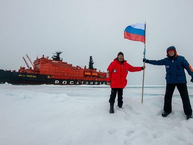 Федор Конюхов завершил первый в истории одиночный дрейф в районе Северного полюса
