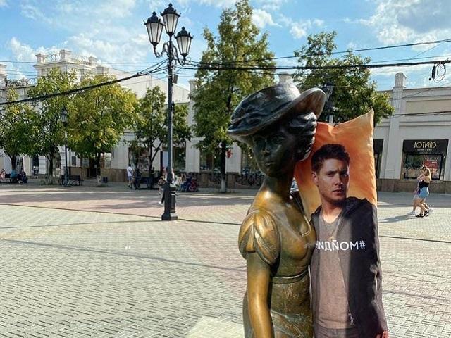 В Челябинске «Модница» на Кировке теперь не одинока, а в объятиях симпатяги из «Сверхъестественного»