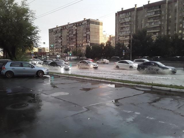 Затопленные улицы и пожар в отеле из-за молнии: последствия непогоды в Челябинской области