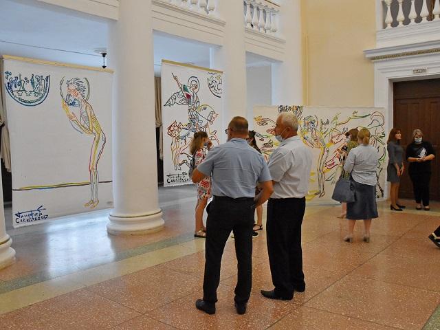 В Южноуральске открылась благотворительная выставка «Ангел земной. Человек небесный»