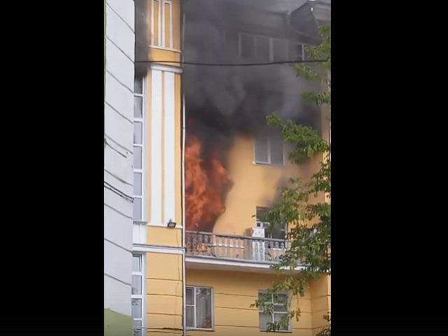 Есть пострадавший: в Челябинской области вспыхнула квартира в пятиэтажке