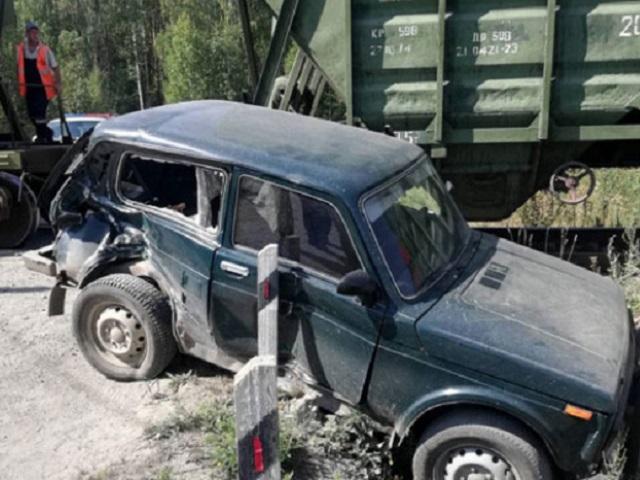 На Южном Урале грузовой поезд протаранил автомобиль