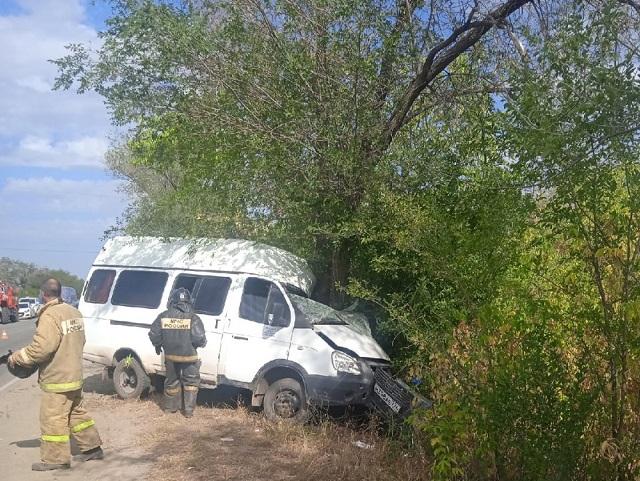 В Челябинской области маршрутка с пассажирами врезалась в дерево