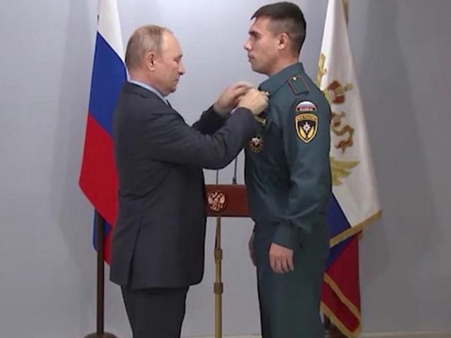 Президент наградил медалью пожарных из Челябинской области