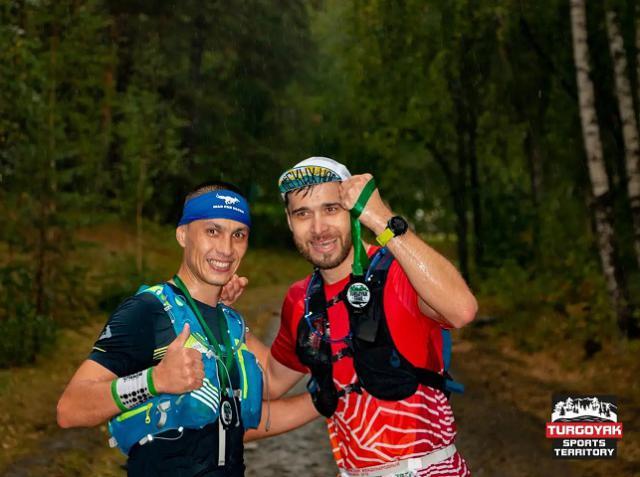 В Миассе спортсмены пробежали по горам под дождем