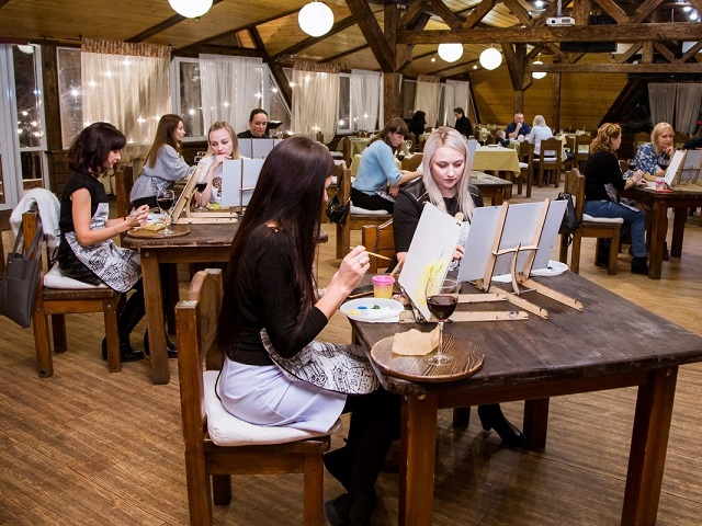 Ресторан BBQ-park приглашает на творческий вечер «Холст и вино»